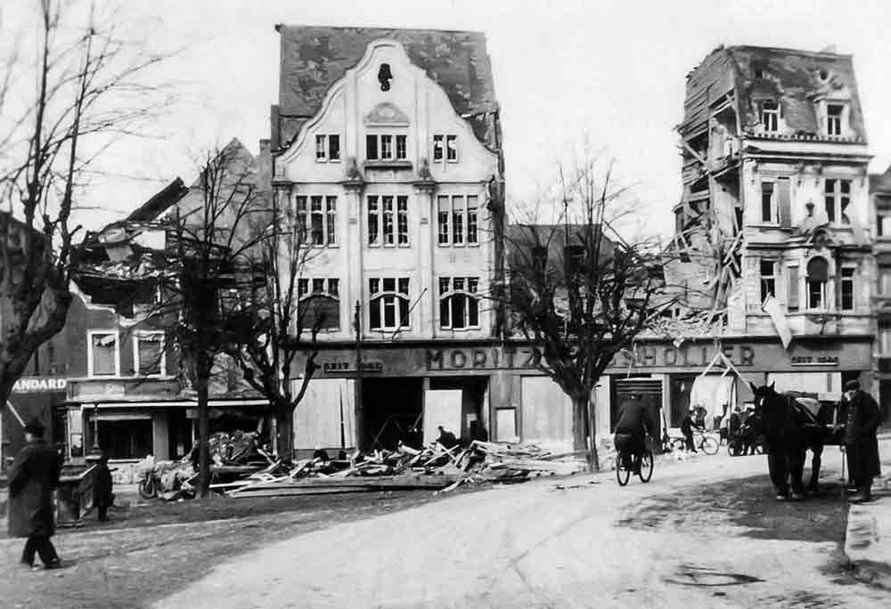 Kriegszerstörungen in Siegburg: Ab Herbst 1944 nehmen die Luftangriffe auf Siegburg zu, am 28. Dezember 1944 kommt es zu einem besonders verheerenden Angriff.