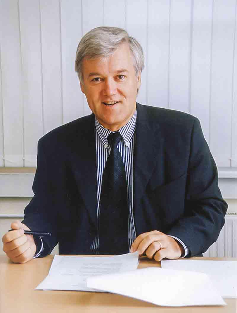 Peter Röttgen, der spätere Geschäftsführer, treibt mit dem Vertrieb die Internationalisierung voran.
